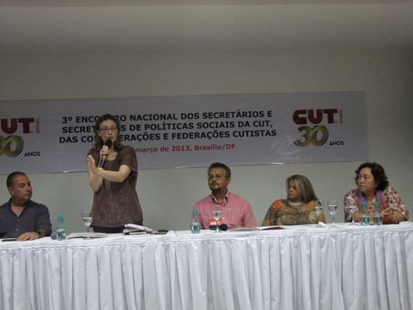 Ministra de Direitos Humanos propõe parceria à CUT para criar Ouvidoria Nacional