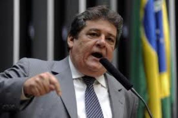CUT pede cassação de deputado por não cumprir normas em votação sobre terceirização