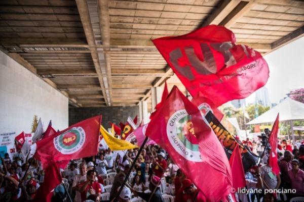 Plenária de lançamento da Frente Brasil Popular aprova dia de lutas em 03 de outubro