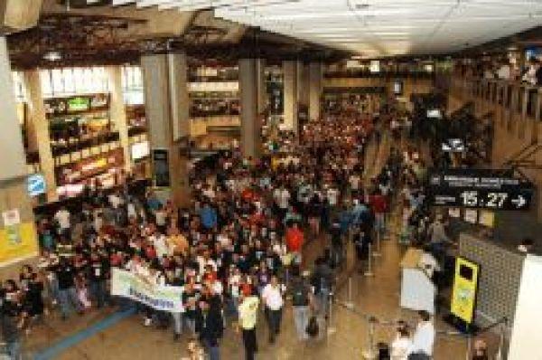Grande protesto da CUT em Cumbica contra privitazação dos aeroportos