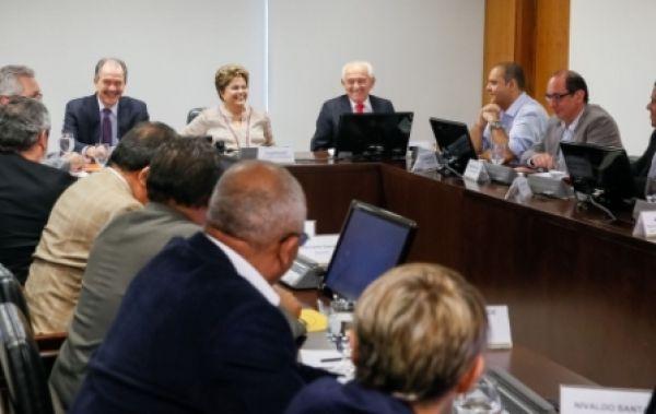 Dilma recebe centrais e garante diálogo e negociação com trabalhadores