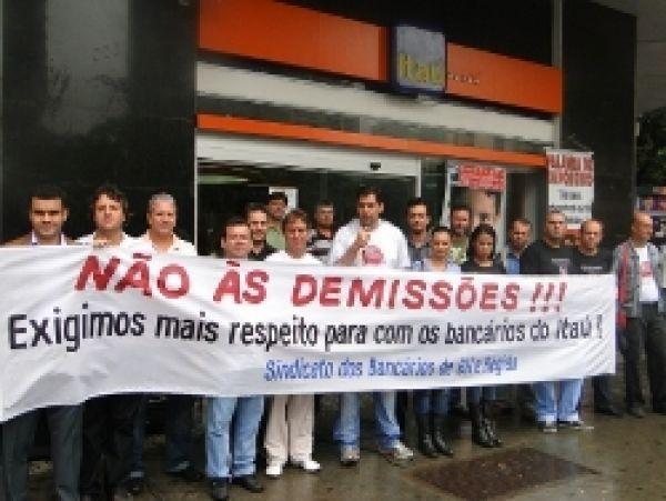 Após lucro de R$ 14,6 bi do Itaú, Contraf-CUT negocia emprego nesta sexta