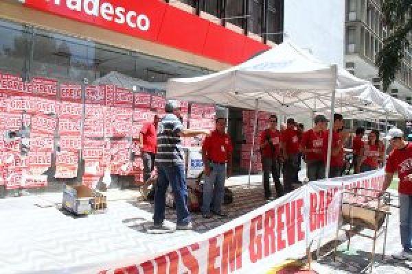 Comando Nacional se reúne nesta terça para avaliar greve dos bancários