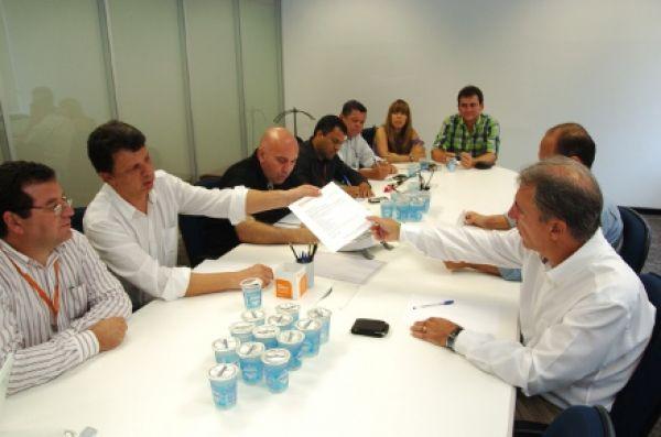 Contraf-CUT retoma negociações com Itaú e cobra emprego e segurança