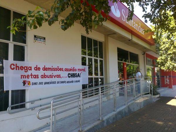 Bancários realizam dia de luta contra falta de funcionários no Santander