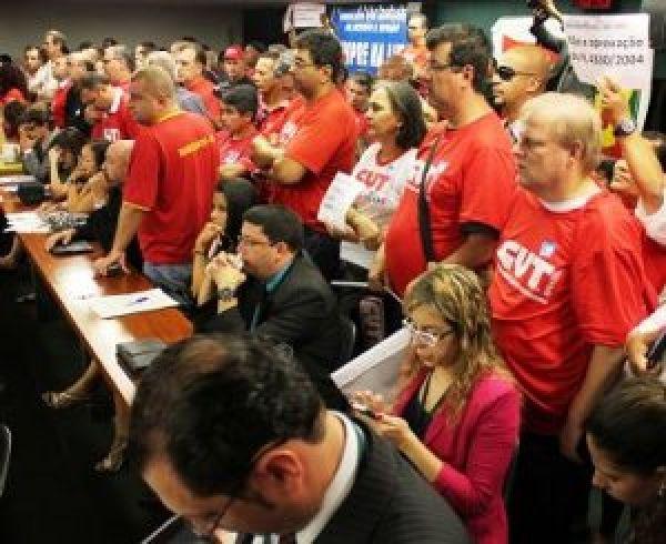Mobilização empurra votação do PL da terceirização na Câmara para julho