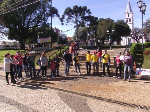 Trabalhadores ocupam as ruas com manifestações em todo o país