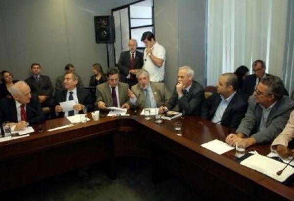 CUT e centrais pressionam e incluem fim do Fator na negociação com governo
