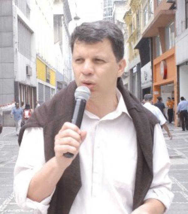 O Brasil vai virar um País de trabalhadores terceirizados, alerta Carlão