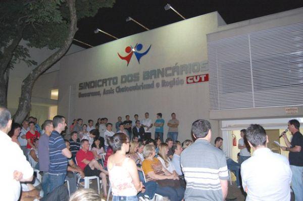 Bancários rejeitam proposta da Fenaban e aprovam greve a partir do dia 18