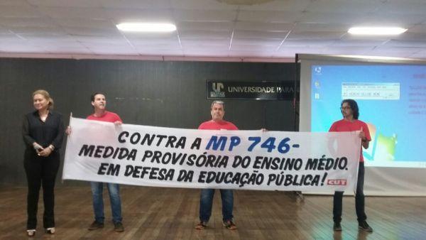 CUT Noroeste realizou protesto contra a MP do Ensino Médio