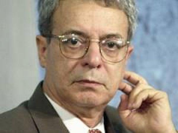 Unesco concede prêmio a Frei Betto por trabalho pela paz e justiça social