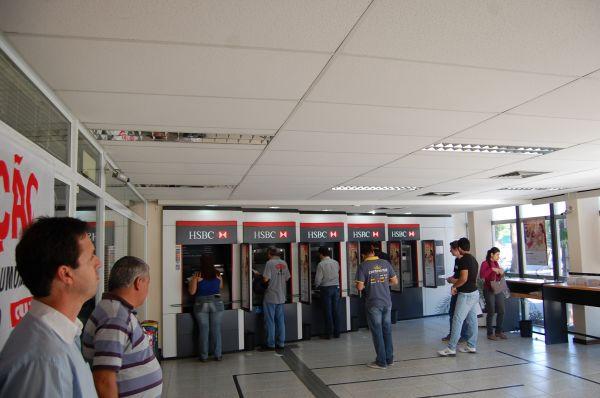 Dia de luta no HSBC  paralisa dezenas de agências em todo Brasil