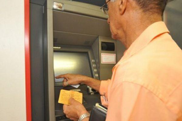 CMN aprova novas regras na contratação de serviços bancários