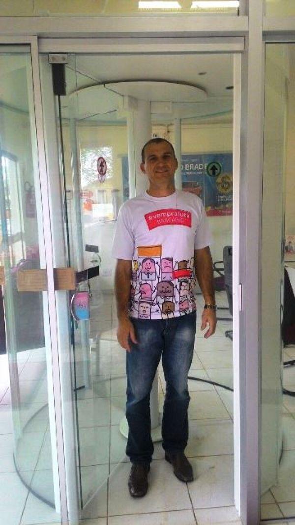 GUARAPUAVA - Ações do sindicato faz com que agências do BRADESCO instalem porta de segurança.