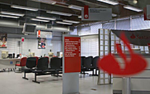 Bancários do Santander recebem segunda parte do 13º salário em novembro