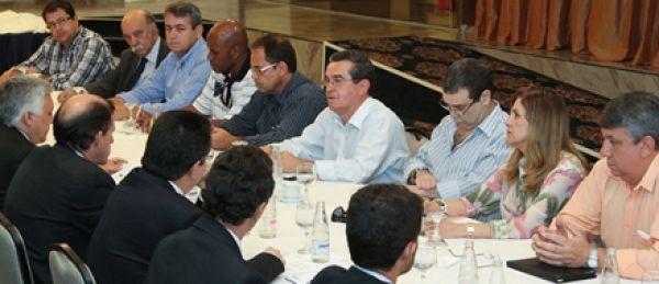 Contraf-CUT discute condições de trabalho em negociação com a Caixa