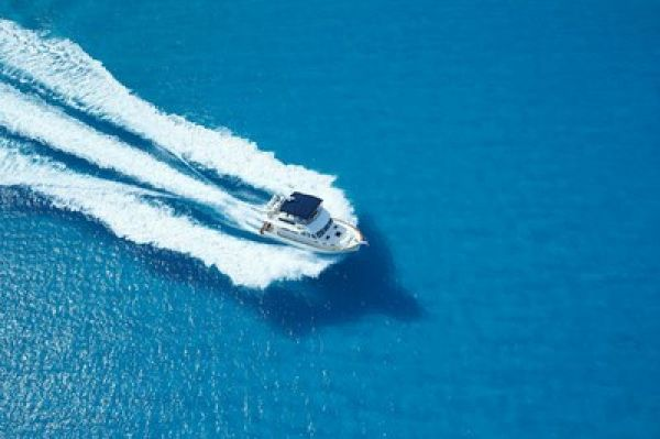 Reforma tributária: enquanto carros pagam IPVA, helicópteros e barcos são isentos
