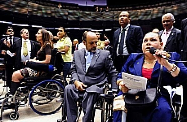 Câmara aprova projeto que facilita aposentadoria de pessoa com deficiência