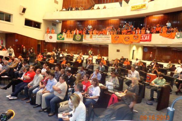 Na Assembleia Legislativa do Paraná, trabalhadores e autoridades do trabalho dizem não ao PL 4330