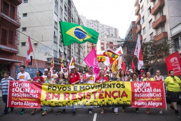 Mais de 5 mil pessoas marcham na abertura do Fórum Social das Resistências em Porto Alegre
