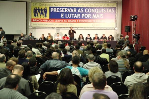 Bancários do BB e da Caixa abrem congressos com chamado à unidade