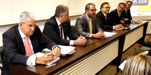 Projeto de terceirização é desqualificado em debate na OAB de Brasília