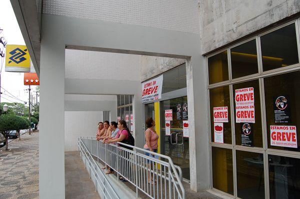 No segundo dia, bancários fecham 7.324 agências e greve se fortalece