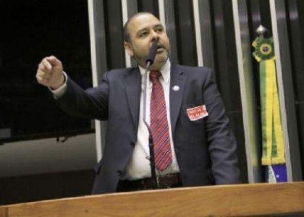 Em debate no plenário da Câmara, trabalhadores exigem retirada do PL 4330