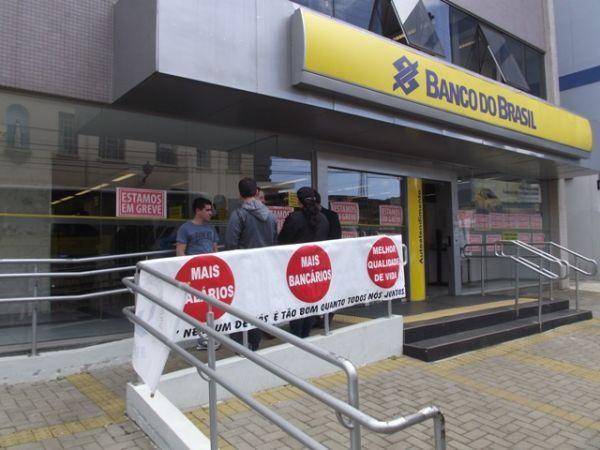 Bancários fecham 6.145 agências em todo o país no primeiro dia da greve