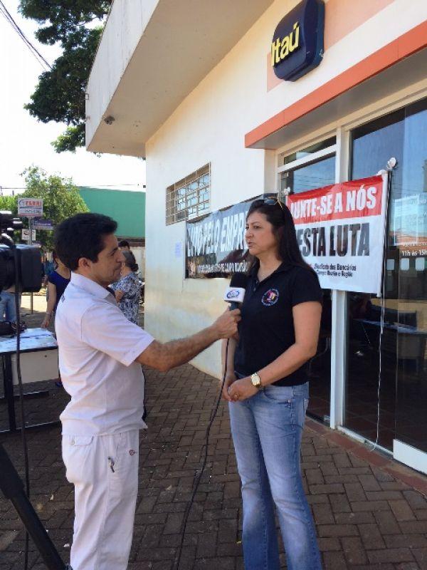 Protesto contra o fechamento da agência do Itaú em Luiziana/PR