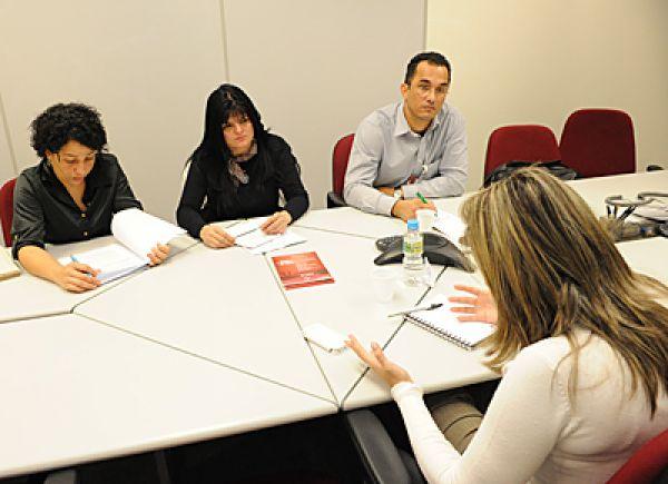 Contraf-CUT debate vale-cultura e reabilitação profissional com Bradesco