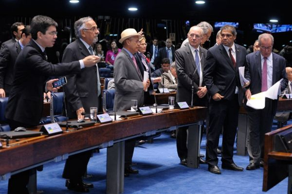 Senado aprova MP que facilita privatizações no setor elétrico