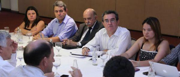 Em negociação, Caixa nega existência de processo de reestruturação