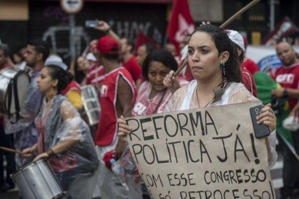 Sem reforma política, país continuará refém de chantagistas