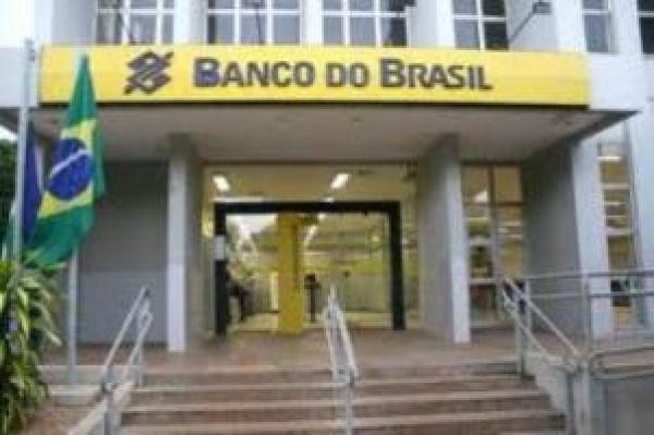 BB tem lucro recorde de R$ 12,2 bi, expande crédito mas aumenta tarifas