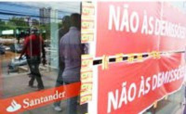Em vez de negociar emprego, Santander quer calar movimento sindical