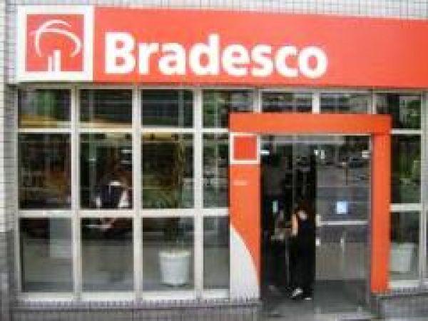 Bradesco tem maior lucro semestral, R$ 5,9 bi, mas corta 2.580 empregos