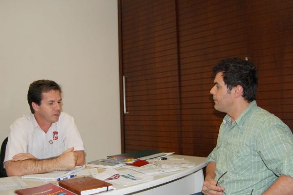Sindicato de Umuarama recebeu a visita do cartunista Marcos Vaz
