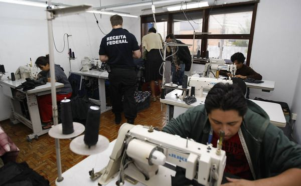 28 bolivianos resgatados de oficina de costura