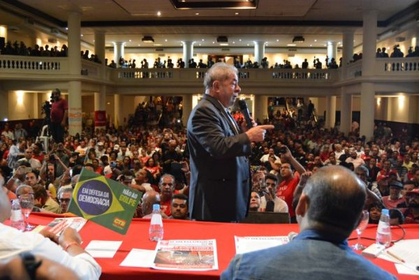 Lula avisa que quem pode tirar o Brasil da crise é o povo trabalhador