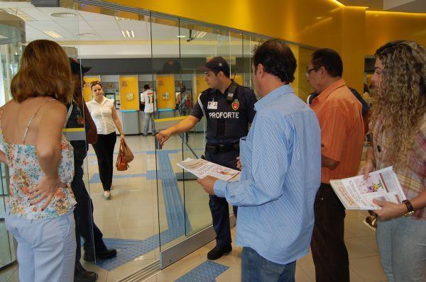 Sindicato dos Bancários e dos Vigilantes fazem mobilização pela segurança em Umuarama