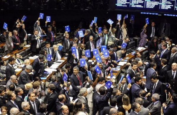 Veja quem votou a favor do PL 4330 e traiu os trabalhadores na Câmara