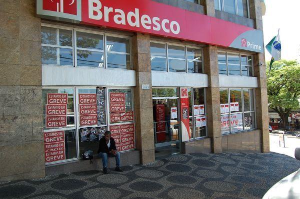 Bancários ampliam greve nacional e fecham 9.092 agências no quarto dia