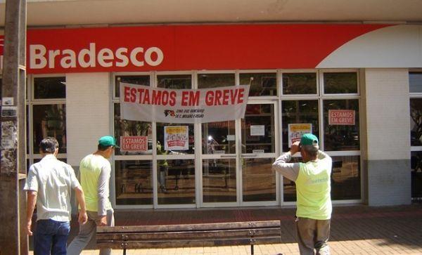 No 6º dia da greve, bancários fecham 9.665 agências