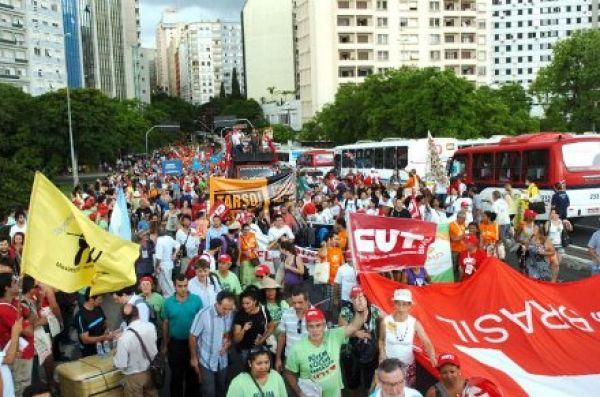 Marcha de abertura do Fórum Social Temático 2012 valoriza diversidade