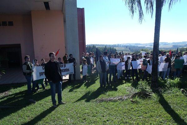 Sindicato participou de mobilização de estudantes da UEM, em Umuarama