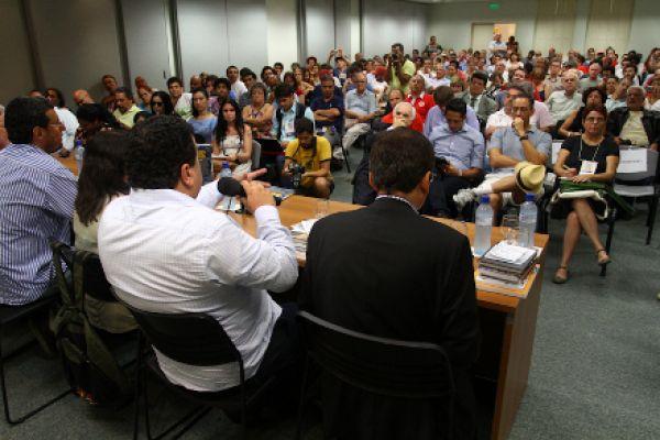 Bancários condenam privataria tucana no FST e reforçam CPI na Câmara