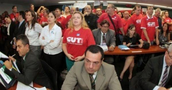 Contraf-CUT chama mobilização nacional contra PL 4330 para dia 4 de julho