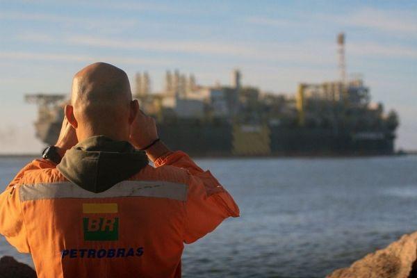 Petroleiros destacam que venda da Transpetro é tiro pé e afetará até e afeta soberania do país